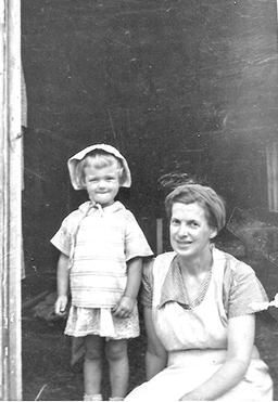 Agnes Olness and her daughter