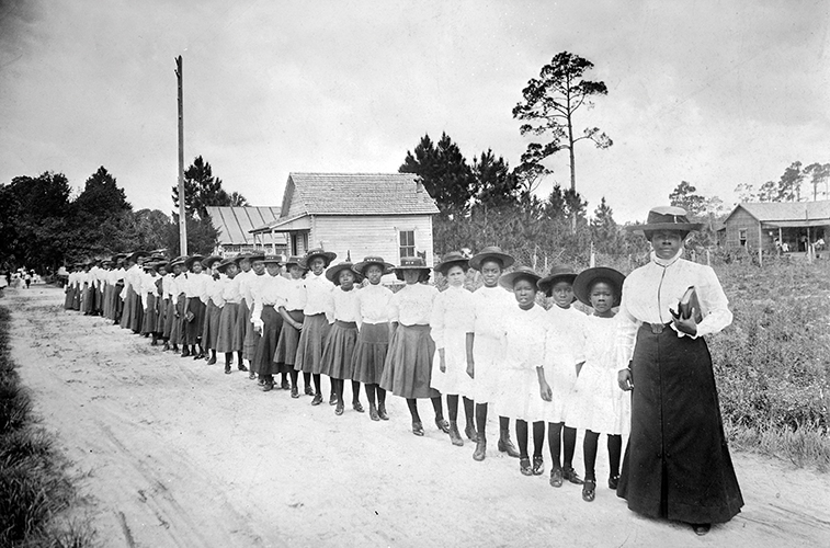 Bethune with students, 1905